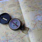 Compas et carte d'orientation